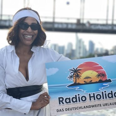 Radio Holiday Party Boote